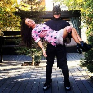 Солистка группы «Serebro» провела вечер с Бэтменом