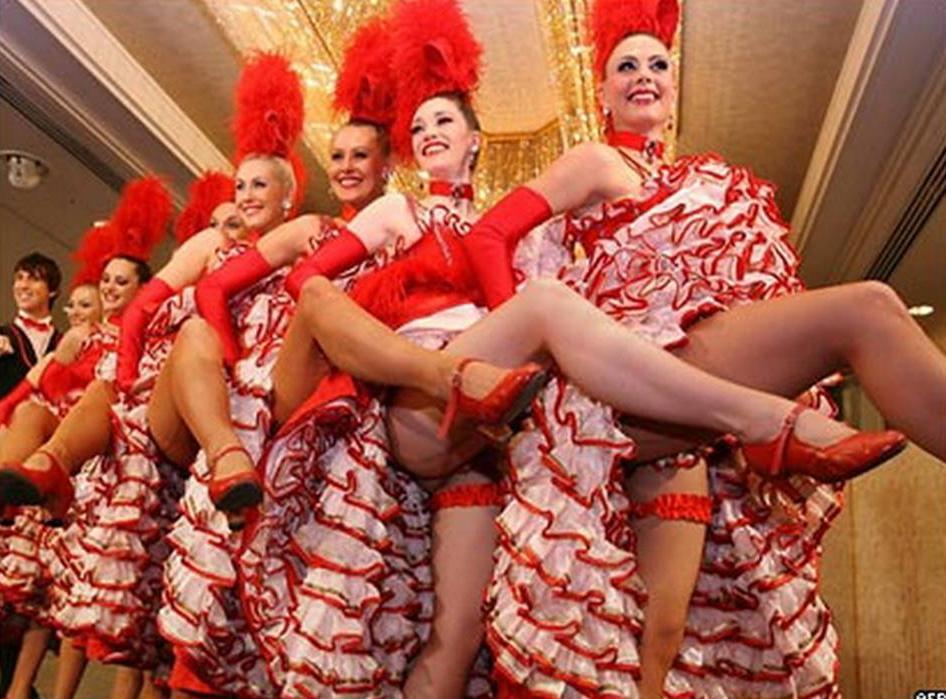 Онлайн Видео С Яркой Танцовщицей Кабаре И Ее Кавалером