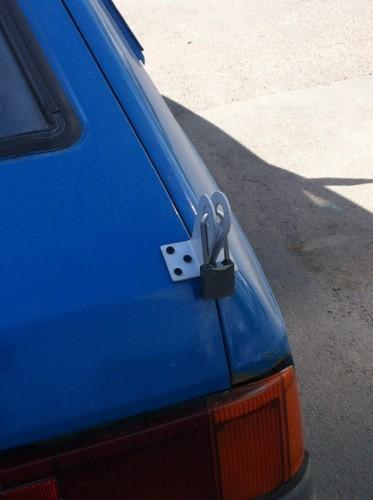 locked_car_01