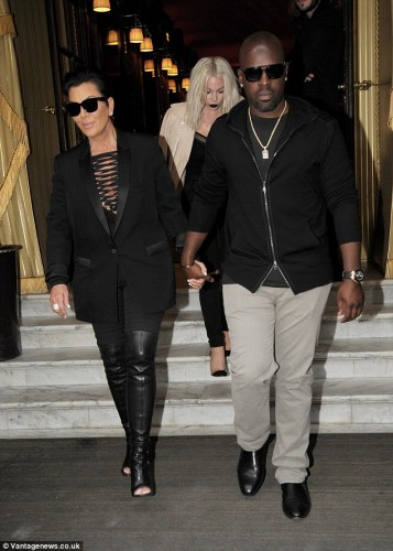 29F9A26900000578-3140808-Loved_up_Kris_Jenner_held_hands_with_her_toyboy_love_Corey_Gambl-a-3_1435340830360