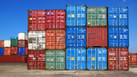 15986350-freight-containers-in-the-le-havre-port-france
