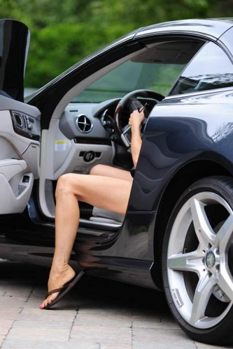 Denise_Richards_showing_long_legs_while_arriving_at_a_Yoga_Studio_in_LA_July_9-2015_003_zpswdt8abal