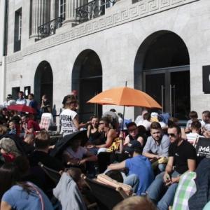 Выход iPhone 6S - палаточные лагеря по всему миру