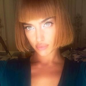Ирина Шейк поэкспериментировала со своим внешним видом и удивила поклонников новой прической