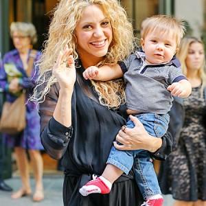 Шакира прогулялась по Нью-Йорку с младшим сыном Сашей