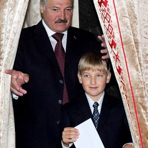 Александр Лукашенко воспитывает уникального человека - Колю