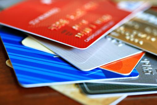 neimennaja-kreditnaja-karta-pljusy-i-minusy