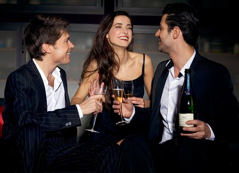 BHE1X6 young woman and men toasting at a party