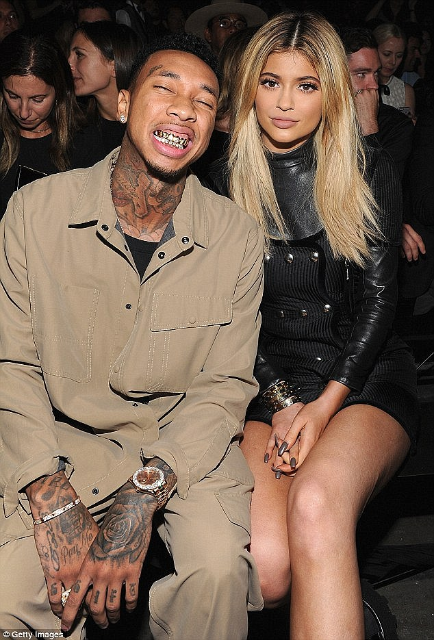 314D22E000000578-3450381-Cheese_Tyga_happily_flashed_his_diamond_and_gold_grillz_at_a_fas-a-175_1455673977753