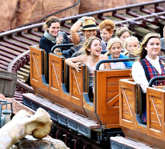 EXCLUSIVE: **PREMIUM EXCLUSIVE RATES APPLY** Julia Roberts spends the day with her kids at Disneyland in Anaheim, CA.
