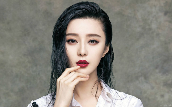 Красивая попа девушки в азиатском стиле