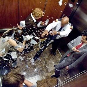 Это единственно возможный способ выжить в падающем лифте