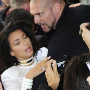 Ким Кардашьян захватили в заложники в парижском отеле